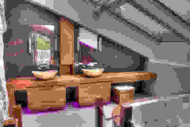 Wellness Badezimmer im Dachgeschoss Stefan Necker Tegernseer Badmanufaktur & BadRaumKonzepte Moderne Badezimmer