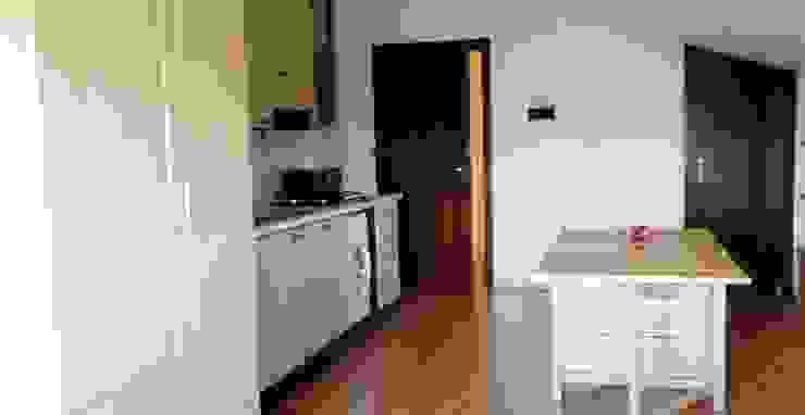 cucina-soggiorno prima di Mariagrazia Guarini Home Stager & interior Design