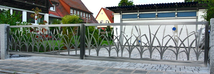Stainless Steel Driveway Gates. Modern garden by Edelstahl Atelier Crouse: Modern