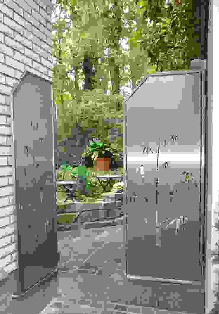 Stainless Steel Visual Barriers. Modern Garden by Edelstahl Atelier Crouse: Modern