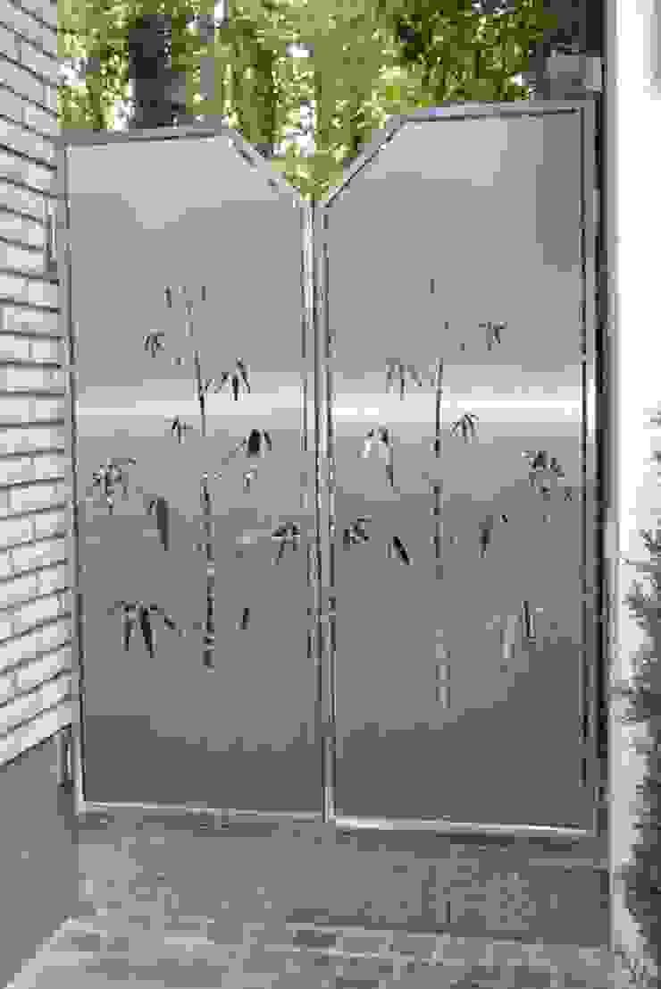 Visual Barriers Modern Garden by Edelstahl Atelier Crouse: Modern