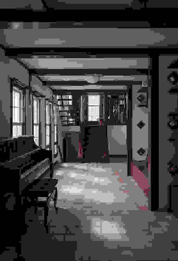 苦楽園のA邸 内部リビング クラシックデザインの リビング の 一粒社ヴォーリズ建築事務所 クラシック