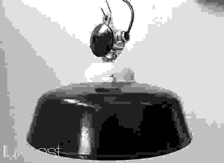 """""""APOLDA ICE"""" Industriedesign Fabriklampe Bakelit Porzellan Glas: industriell  von Lux-Est,Industrial"""