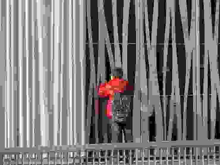 ESPACE ENFANCE - ASSOCIATIONS A BREST Ecoles modernes par TOPOS ARCHITECTURE Moderne