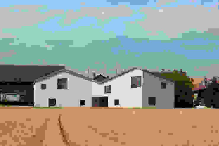 Habitations mitoyennes à Charrot Maisons par LRS Architectes