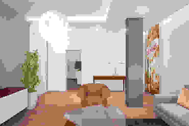 less (money) is more (funny!) Soggiorno moderno di Danilo Drudi Architetto Moderno