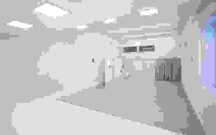 GOETHE INSTITUT BARCELONA:  de estilo industrial de estudio KAW, Industrial