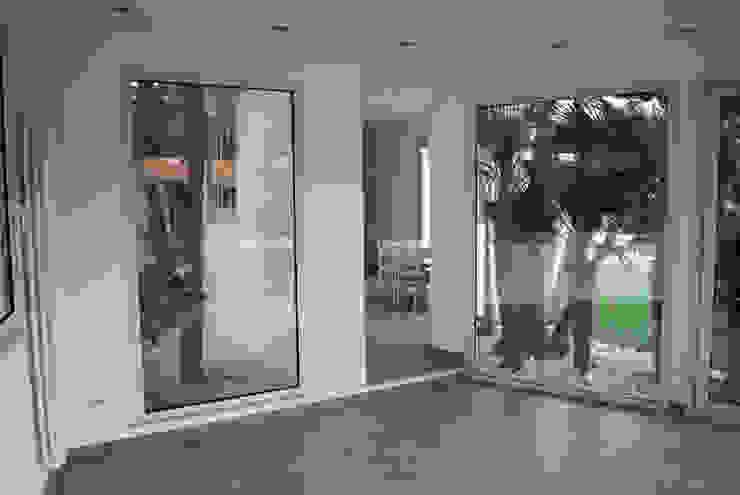 living - kitchen Giardino d'inverno moderno di 'ArchIM&DE Project' - Arch. Vincenzo Di Natale - Moderno