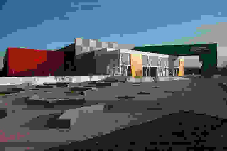 Gimnasio Nuevo León Unido : Gimnasios de estilo  por Arquiplan, Moderno