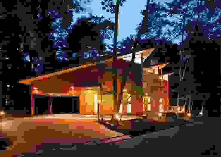 外観(夜景) オリジナルな 家 の PAPA COMPANY ARCHITECTURAL WORKS. /パパカンパニー1級建築士事務所 オリジナル