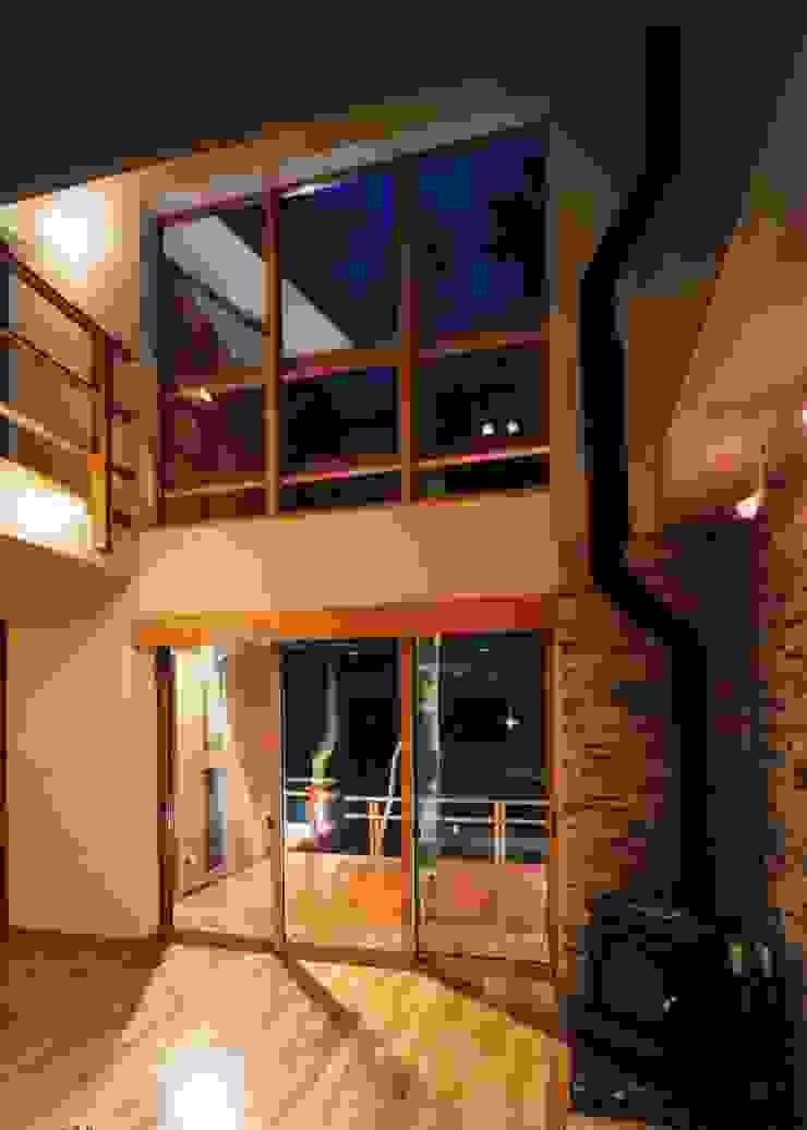 居間 カントリーデザインの リビング の PAPA COMPANY ARCHITECTURAL WORKS. /パパカンパニー1級建築士事務所 カントリー