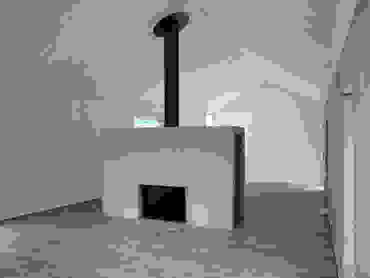 Offener Wohnraum mit Kamin Moderne Wohnzimmer von atelier-f ag Modern