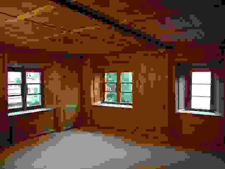 Alte Stube Rustikale Wohnzimmer von atelier-f ag Rustikal