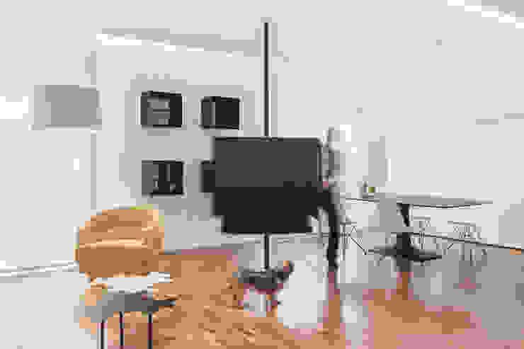 Ruang Keluarga Modern Oleh Tramas Modern