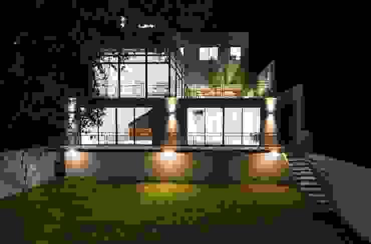 Canterburry Balcones y terrazas modernos de Sobrado + Ugalde Arquitectos Moderno