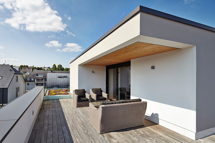 Bruck + Weckerle Architekten Modern style balcony, porch & terrace