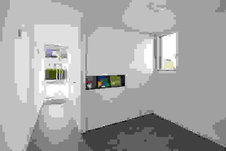 Bruck + Weckerle Architekten Ingresso, Corridoio & Scale in stile moderno