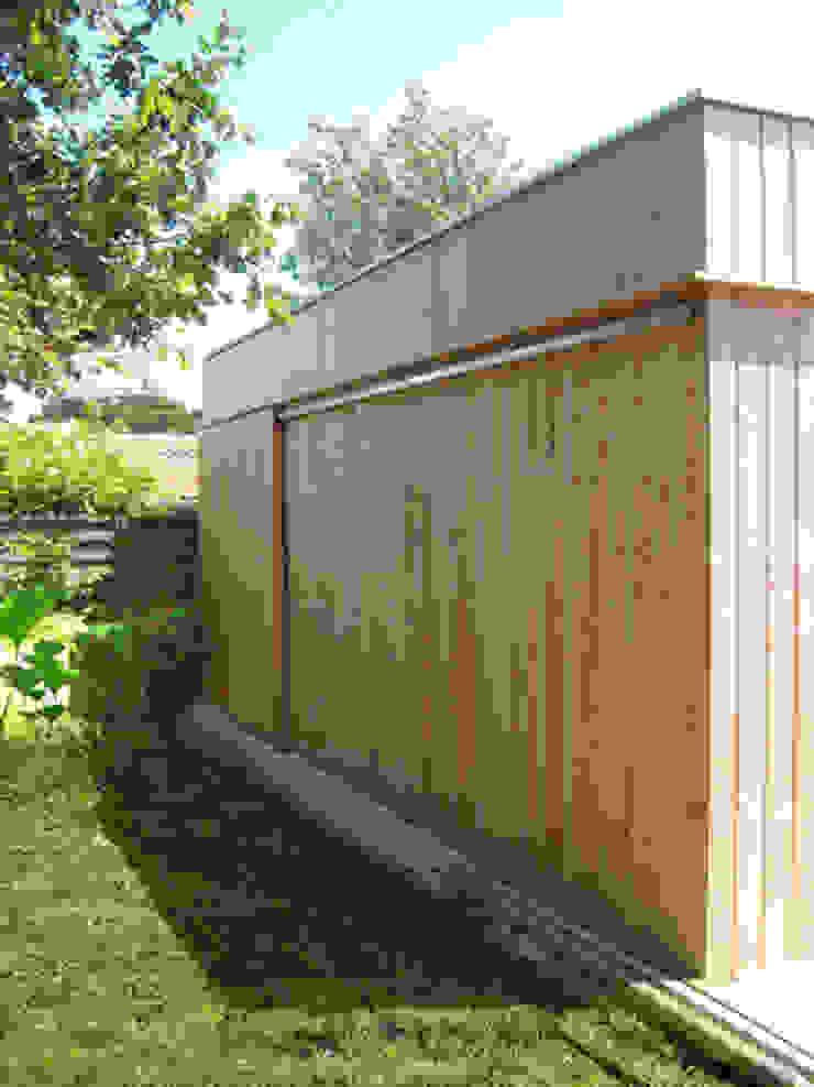 Extension en bois - façade coulissante Maisons modernes par MXC ARCHITECTES Moderne