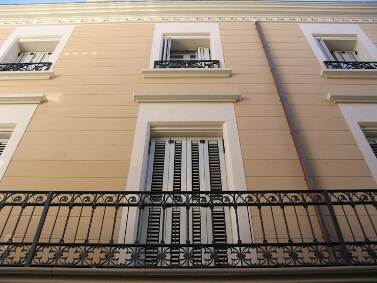 Fachada principal Casas de estilo clásico de BARCELONA ARQUITECTURA Clásico