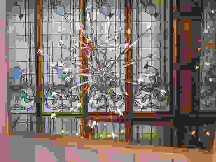 Lucernario con vitrall en escalera principal Casas de estilo clásico de BARCELONA ARQUITECTURA Clásico