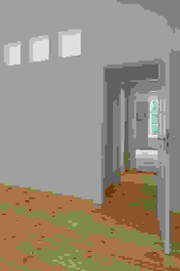 Badezimmerfenster Rustikale Schlafzimmer von Gabriele Riesner Architektin Rustikal