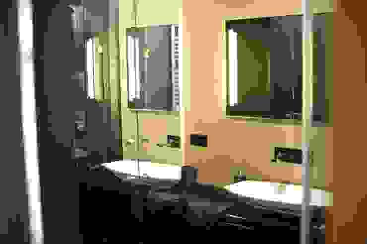 Baños de estilo moderno de k.halemska Moderno