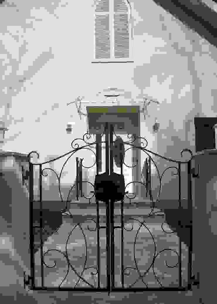 アプローチ、玄関 オリジナルな 家 の PAPA COMPANY ARCHITECTURAL WORKS. /パパカンパニー1級建築士事務所 オリジナル