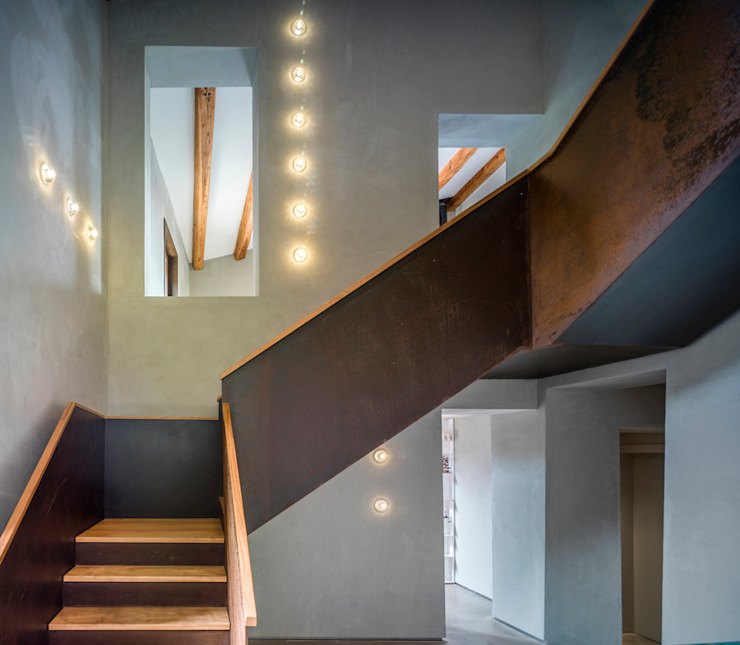 Villa CP Rustic style corridor, hallway & stairs by ZEST Architecture Rustic