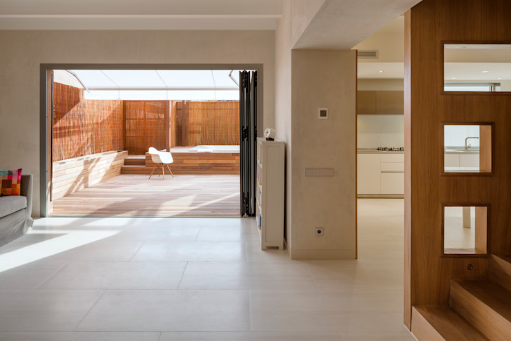 Dúplex en Gracia Salones de estilo moderno de ZEST Architecture Moderno