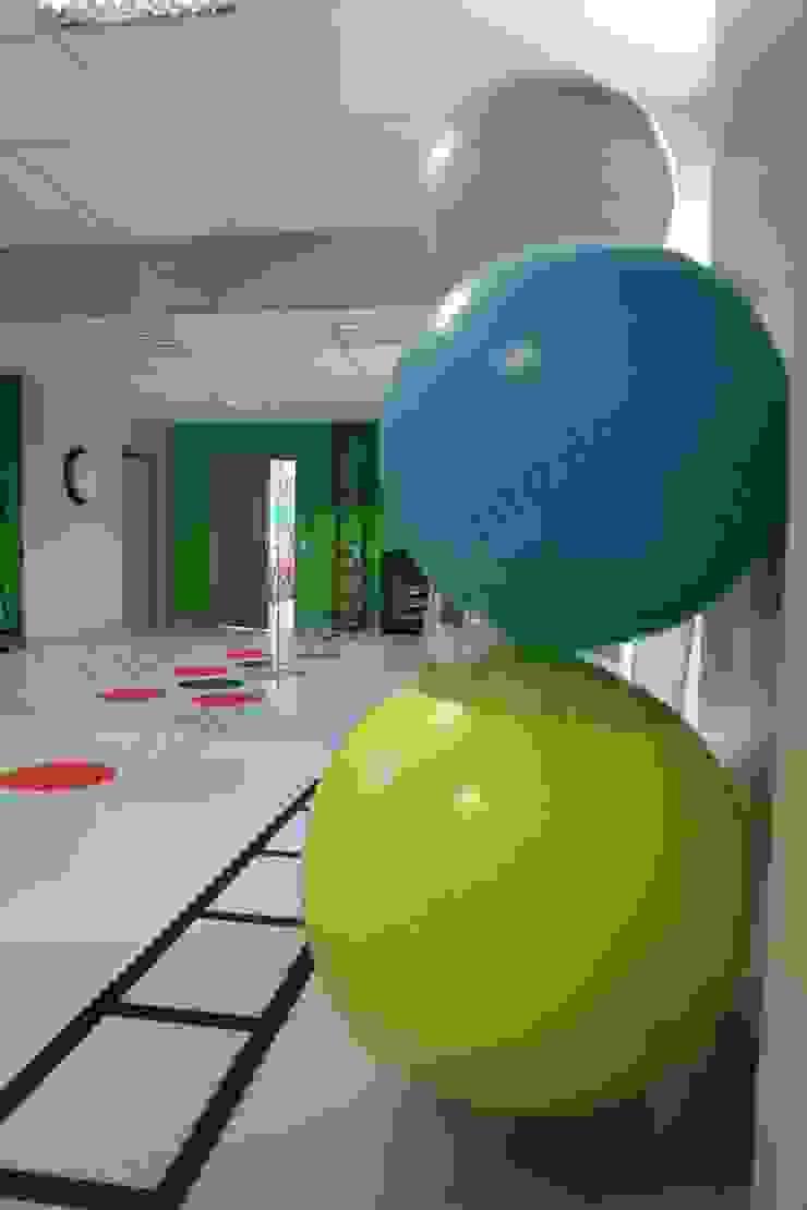 salle de sport Espaces de bureaux modernes par Florence Vatelot Décoratrice d'intérieur Moderne