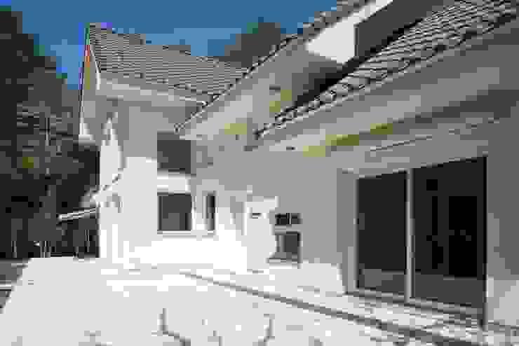 ガーデンテラス オリジナルデザインの テラス の PAPA COMPANY ARCHITECTURAL WORKS. /パパカンパニー1級建築士事務所 オリジナル