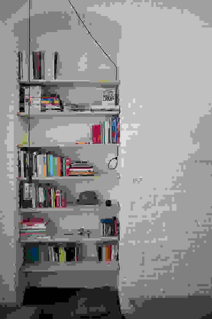 Libreria di R3ARCHITETTI Minimalista
