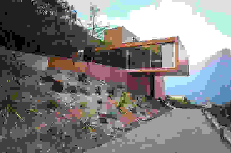 Narigua House Casas modernas: Ideas, imágenes y decoración de P+0 Arquitectura Moderno