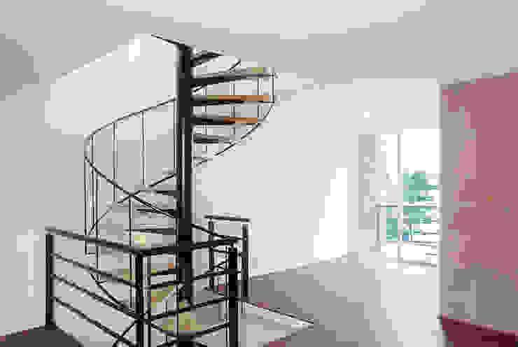 Escaleras de acceso a roof garden privado Casas modernas de RECON Arquitectura Moderno