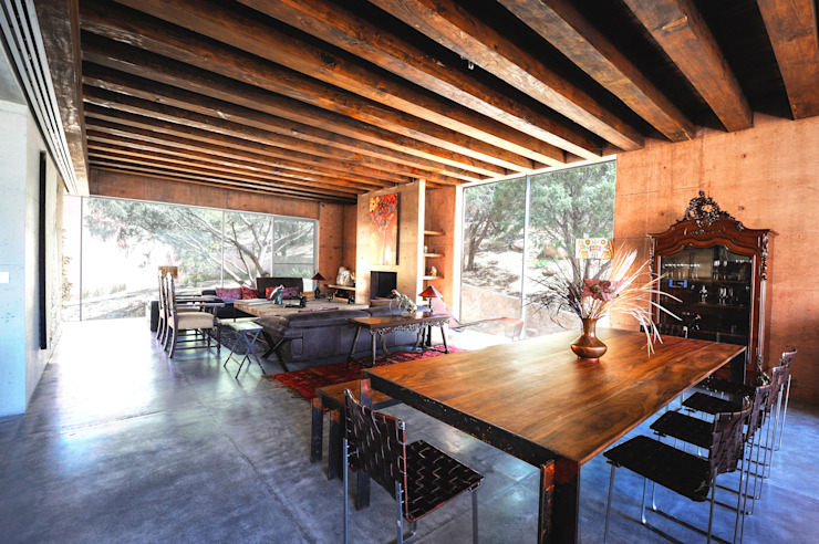 Dining room by P+0 Arquitectura, Rustic