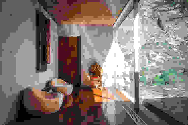Casa Narigua Balcones y terrazas rústicos de P+0 Arquitectura Rústico