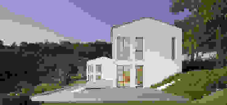 CASA OLEARIA PAIGLE . LAGO DI GARDA Minimalistische Häuser von brandl architekten . bda Minimalistisch