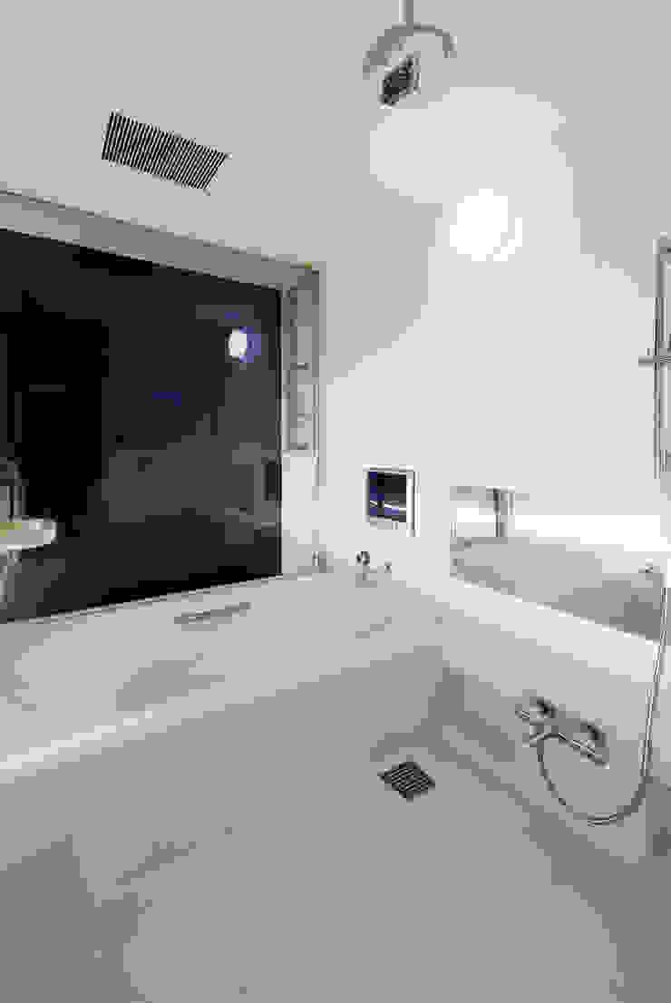 ソラトノツナガリ モダンスタイルの お風呂 の ON ARCHITECTS / オン・アーキテクツ モダン