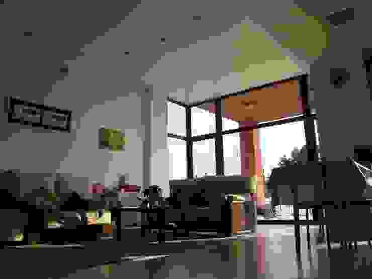 Vista interior del salón Casas de estilo moderno de KM Arquitectos Moderno