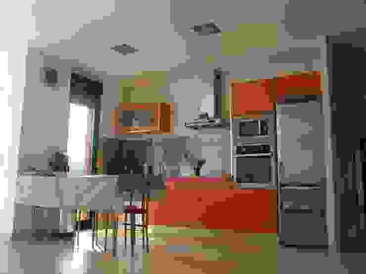 Vista interior de la cocina Casas de estilo moderno de KM Arquitectos Moderno