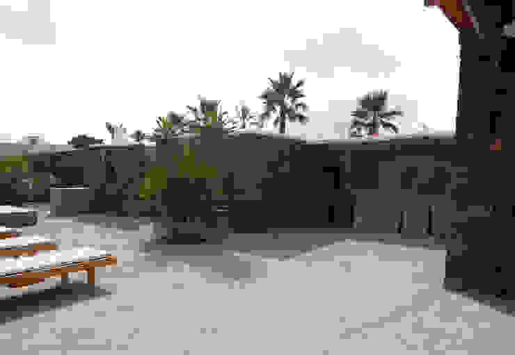 patio esterno di Gianluca Bugeia ARCHITETTO Mediterraneo Pietra