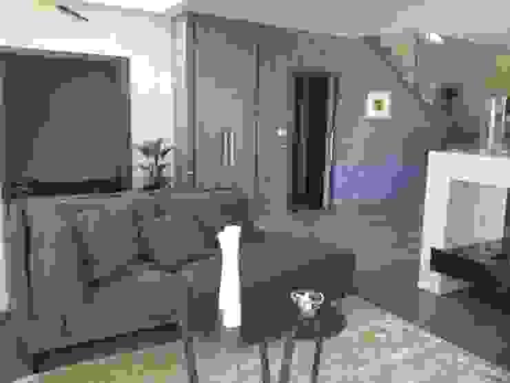 Calore minimale Ingresso, Corridoio & Scale in stile minimalista di Inarte Progetti di Lucio Mana Minimalista