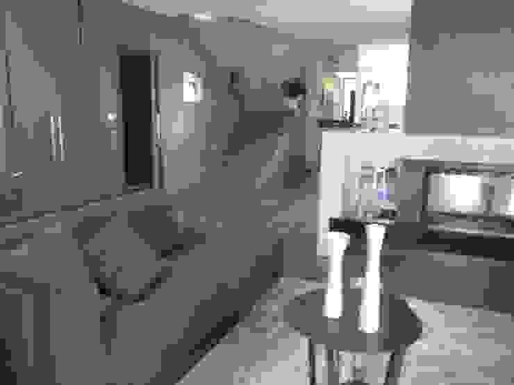Calore minimale Ingresso, Corridoio & Scale in stile moderno di Inarte Progetti di Lucio Mana Moderno