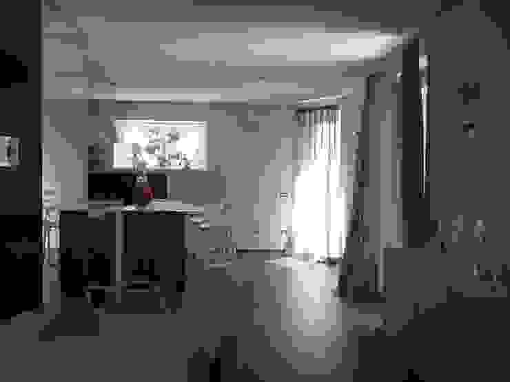 Calore minimale Sala da pranzo moderna di Inarte Progetti di Lucio Mana Moderno