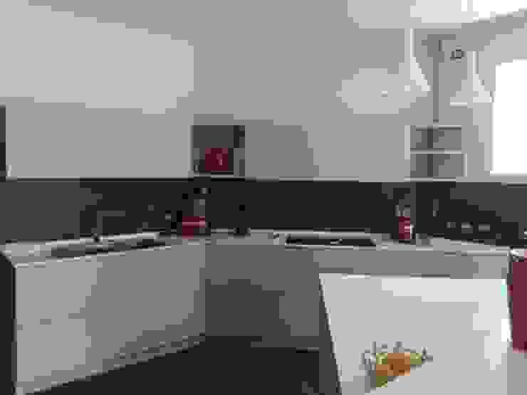 Calore minimale Cucina moderna di Inarte Progetti di Lucio Mana Moderno