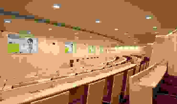 Proyecto 3d - Auditorium Oficinas y tiendas de estilo moderno de Realistic-design Moderno