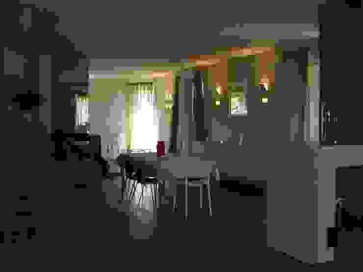 Calore minimale Soggiorno moderno di Inarte Progetti di Lucio Mana Moderno