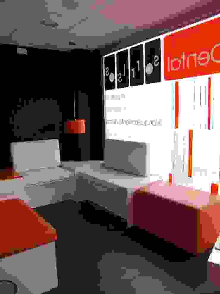 Sala de espera Oficinas y tiendas de estilo moderno de KM Arquitectos Moderno