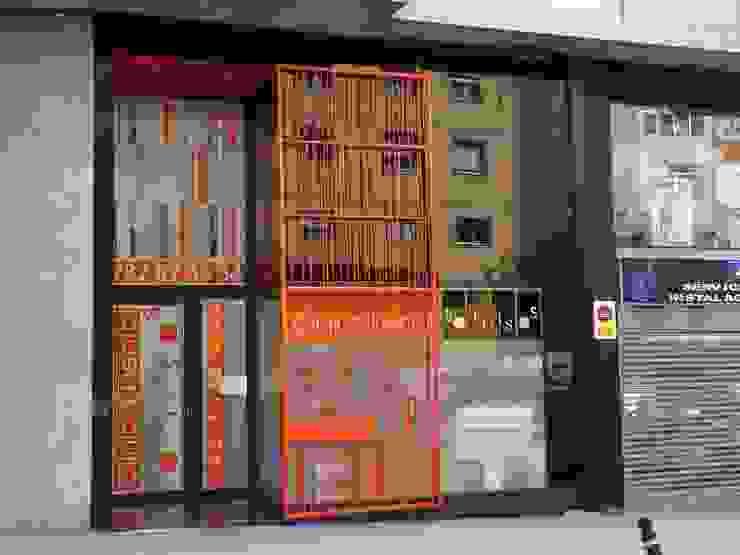 Fachada principal Oficinas y tiendas de estilo moderno de KM Arquitectos Moderno
