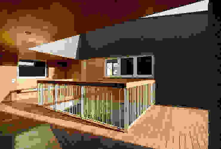 Vivienda unifamiliar Ca'Paco Balcones y terrazas de estilo moderno de equipo olivares Moderno